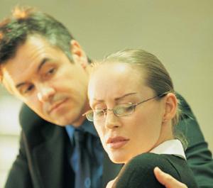 Ako sa brániť pri sexuálnom obťažovaní v práci? Radí JUDr. Marcel Boris