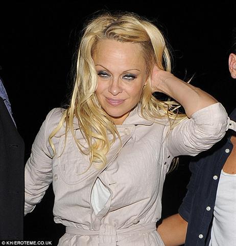 Pamela Anderson: Zo sexi kosti je troska!